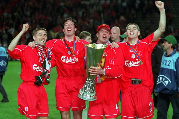 La meglio gioventù del Merseyside: Owen, Fowler, Carragher e Gerrard con la Coppa UEFA
