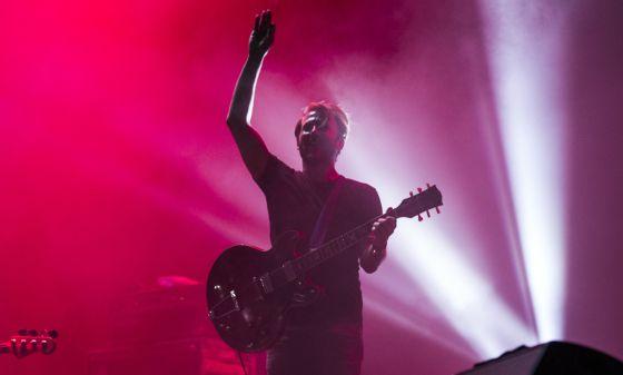 Mendieta alla chitarra saluta la folla di Benicassim